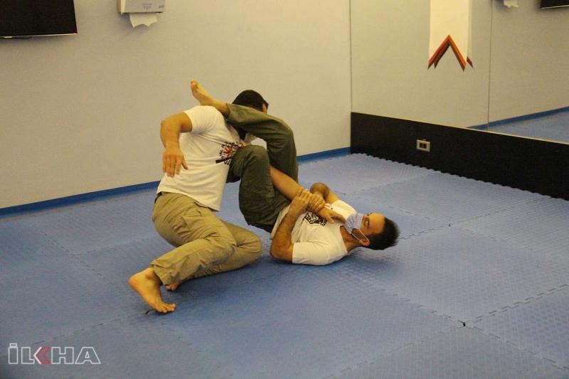7'den 70'e herkesin öğrenebileceği yakın savunma teknikleri: Ju Jitsu