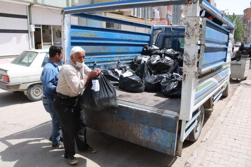 Bismil Kanaat Önderleri Derneğinden 380 aileye gıda yardımı
