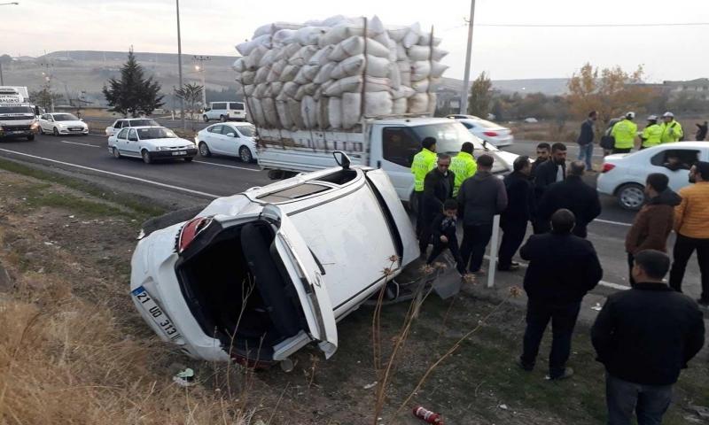 Çarıklı'da üç aracın karıştığı kazada 2 kişi yaralandı