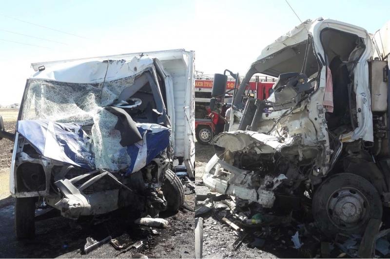 Çöp kamyonuyla kamyonet çarpıştı: 2 ölü 2 yaralı