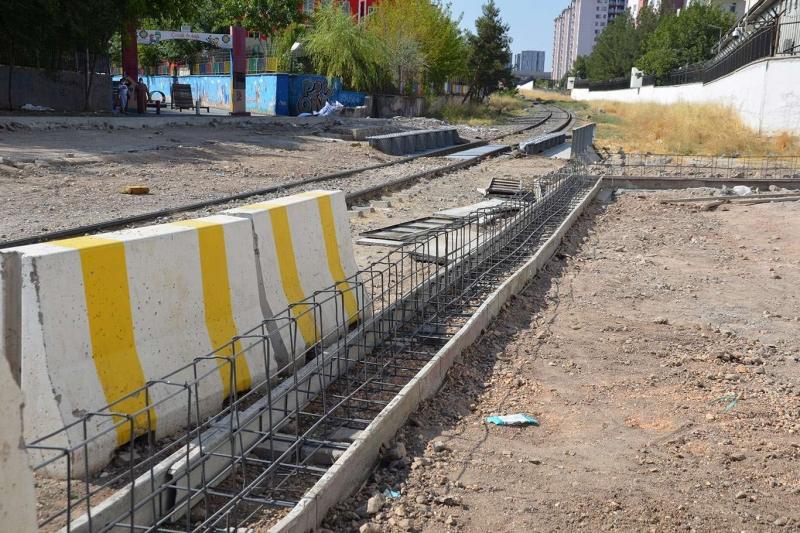 Demir Yollarının Diyarbakır'ı bölecek ihata duvarı projesi devam mı edecek?