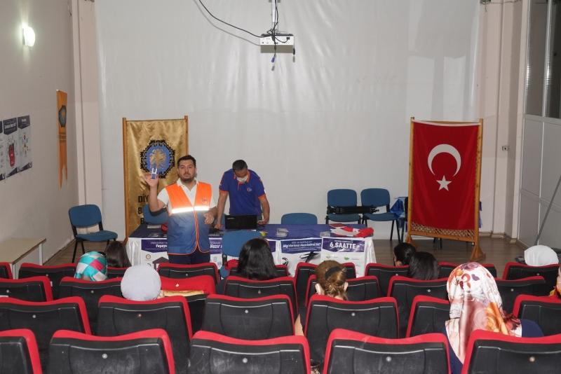 DİSMEK kursiyerlerine afet ve acil durum eğitimi verildi