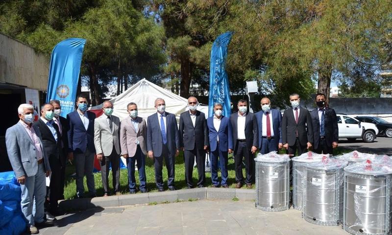 Diyarbakır Büyükşehir Belediyesinden bal üreticilerine malzeme desteği yapıldı
