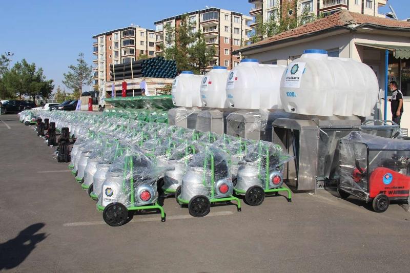 Diyarbakır'da çiftçilere tarımsal üretim makinesi dağıtıldı