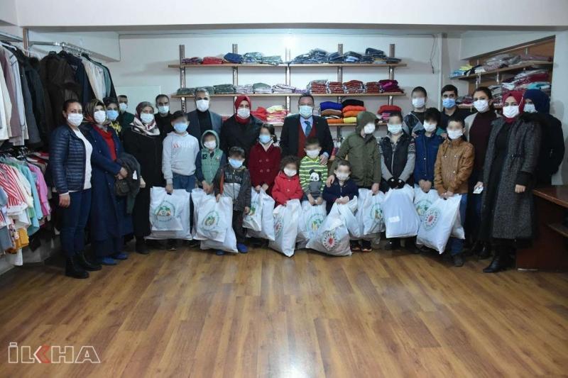 Diyarbakır'da ihtiyaç sahibi 10 bin kişiye giyecek yardımı