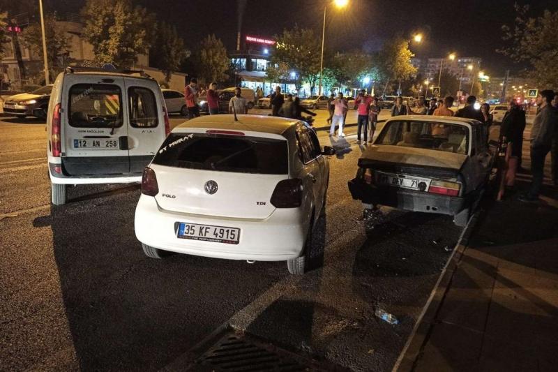 Diyarbakır'da maddi hasarlı trafik kazası