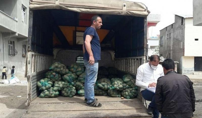 Diyarbakır'da patates ve soğan dağıtıldı