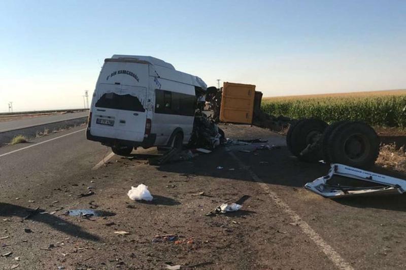 Diyarbakır'da trafik kazası: Bir ölü 2'si ağır 15 yaralı