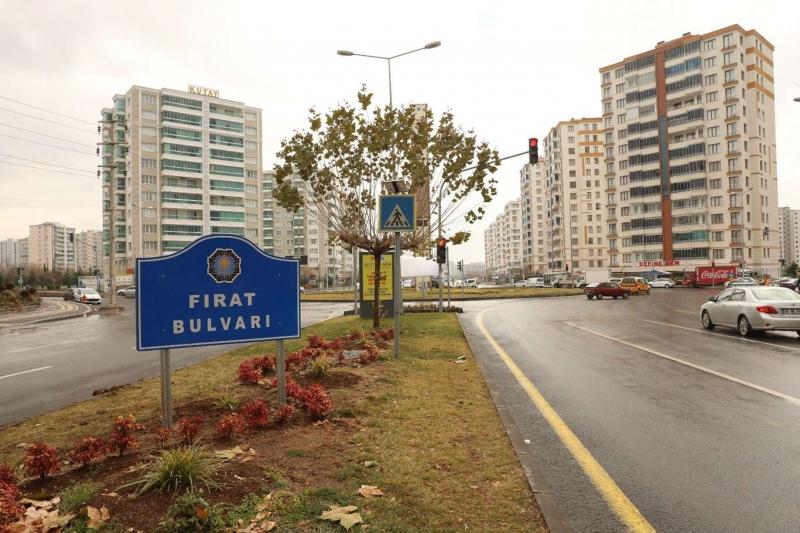 Diyarbakır'da yer ve yön tabelaları yenilendi