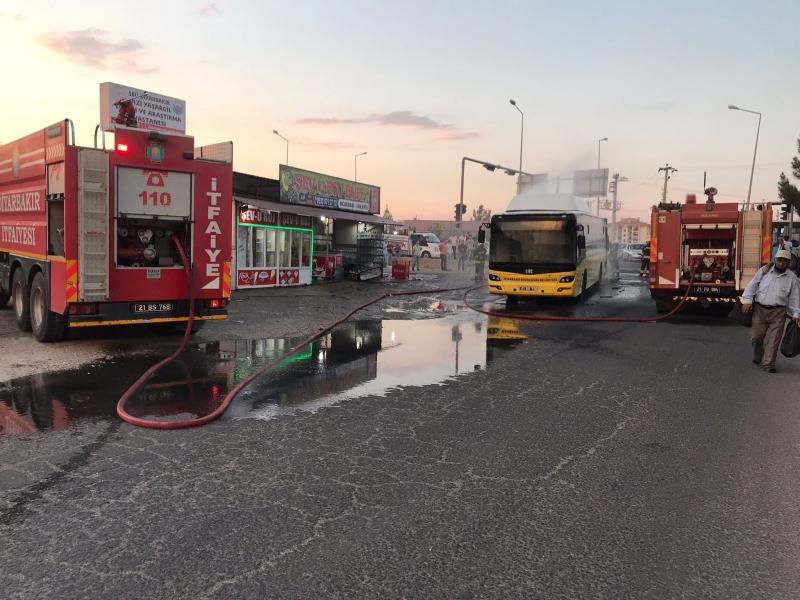Diyarbakır'da yolcu otobüsü alev aldı