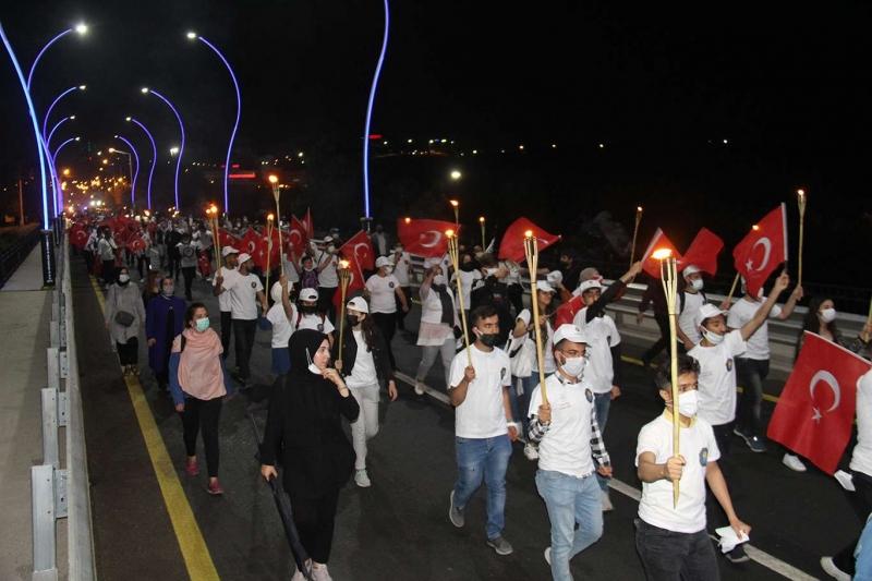 Diyarbakır'ın Fethi münasebetiyle meşaleli yürüyüş yapıldı
