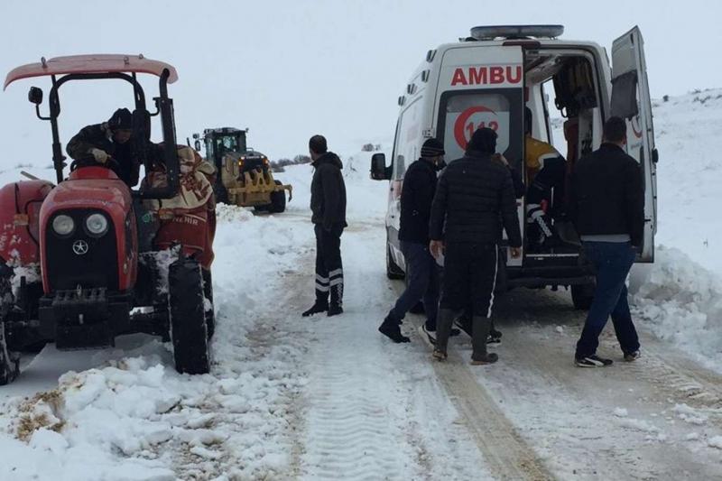 Diyarbakır'ın ilçelerinde etkili olan kar nedeniyle kapanan yollar ulaşıma açıldı