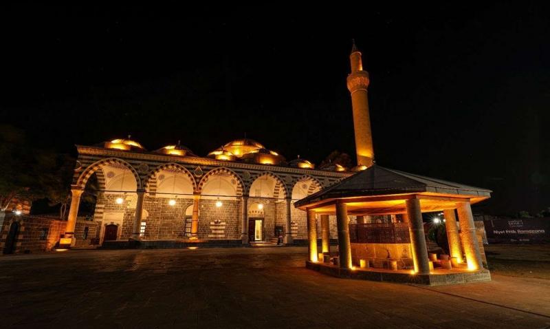 Tarihi Kurşunlu Cami ışıklandırıldı