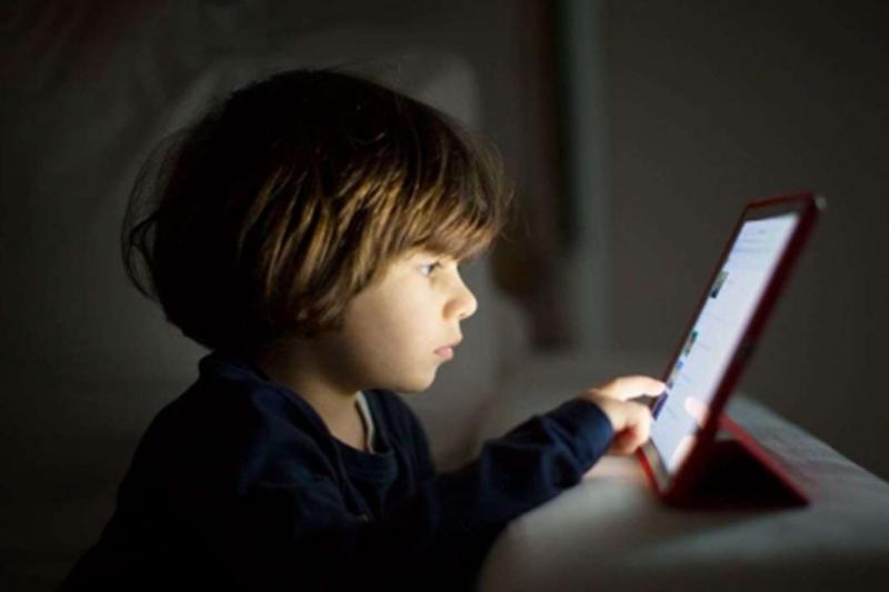 Ebeveynlere kontrolsüz internet kullanımı uyarısı