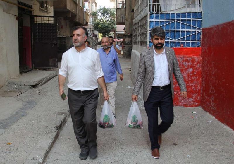 HÜDA PAR Diyarbakır İl Başkanı Dinç muhtaç ailelere kurban eti dağıttı