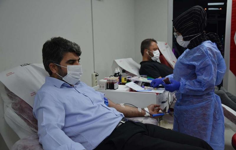 HÜDA PAR'dan Kızılay'a kan bağışı
