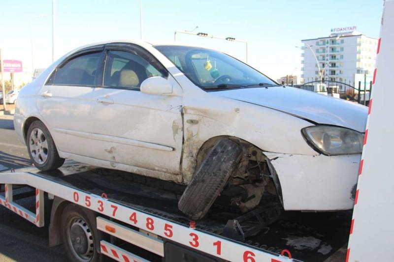 Kırmızı ışık ihlali yapan araç kazaya neden oldu