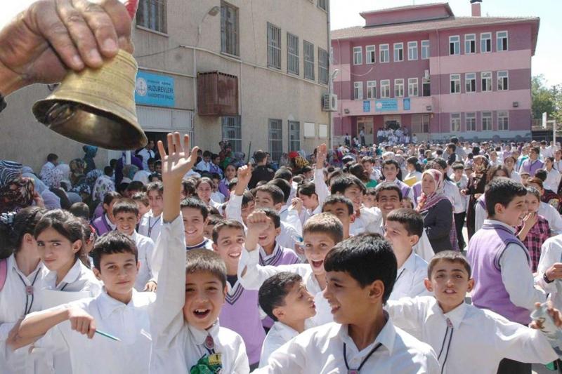 Milyonlarca öğrenci okula başlıyor