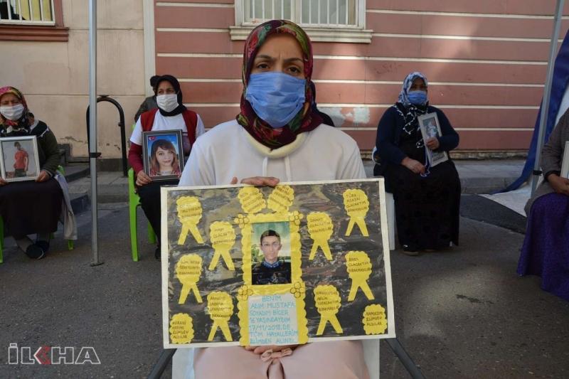 PKK/HDP'liler evlat nöbetindeki ailelere hakaret etti evlerine tehdit mektubu attı