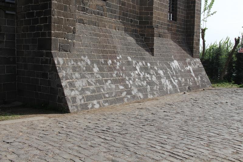 Tarihi Hazreti Süleyman Camii duvarının dokusuna zarar verildi