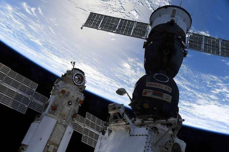 Uzayda ilk uzun metrajlı filmi çeken ekip Dünya'ya döndü
