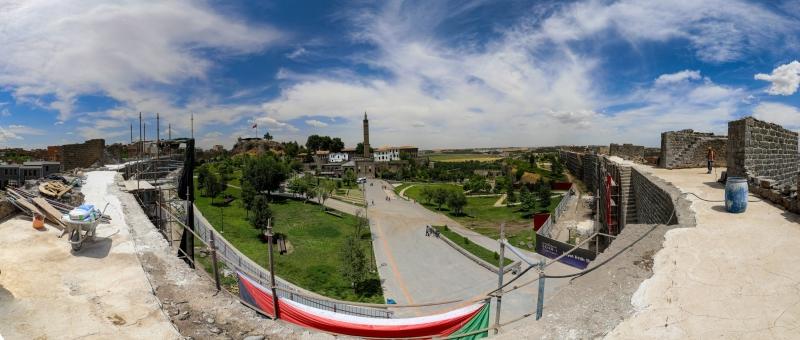 Diyarbakır Surlarındaki yenileme çalışmaları genişletildi