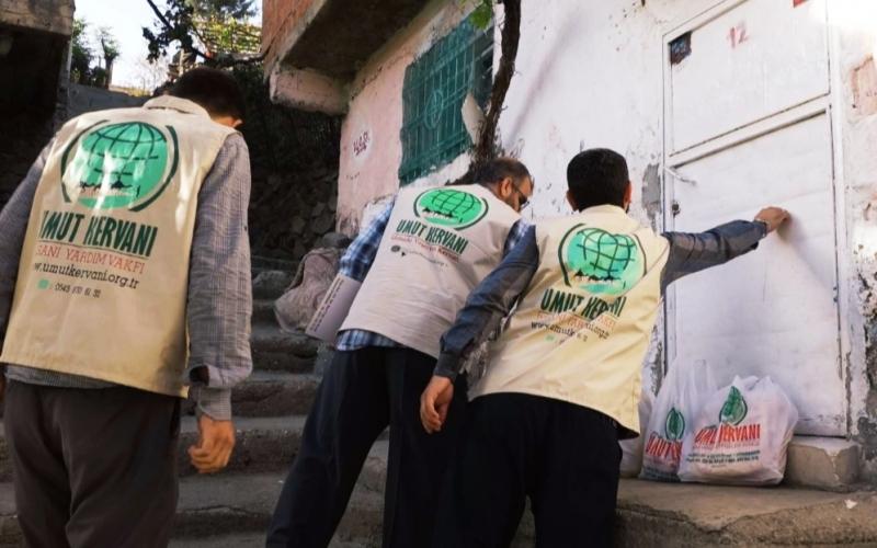 Diyarbakır Umut Kervanı Mevlid Kandili'nde ihtiyaç sahiplerini sevindirdi