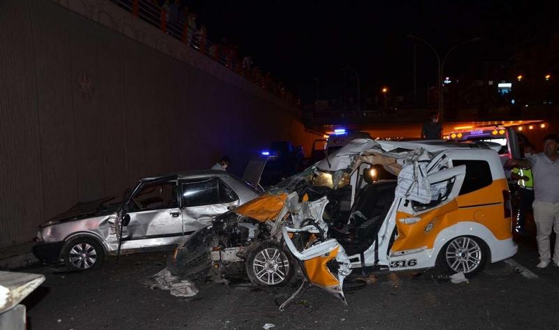 Diyarbakır'da feci kaza: 3 ölü 7 yaralı
