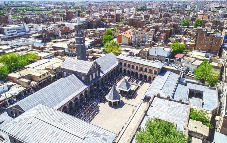 Diyarbakırlı yeni üniversite öğrencilerine destek ödemeleri yapıldı